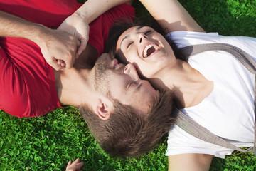 couple amoureux romantique au naturel