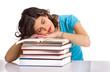 Frau ist beim lesen eingeschlafen