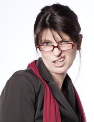 femme salariée critique grimaçante