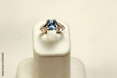 18k white gold ring with Aquamarine oval and diamonds