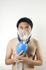 suffocate, A man using manual resuscitator to cure suffocating