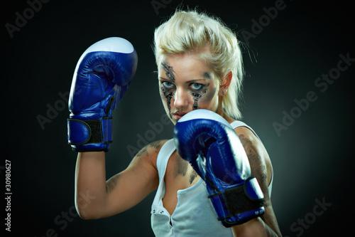 Staande foto Beautiful agressive boxer girl
