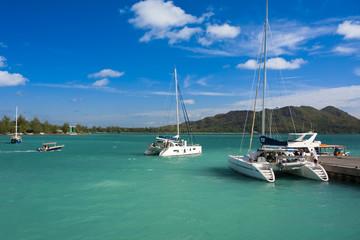 catamarans en baie de Sainte-Anne aux Seychelles