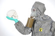 Leben oder Tod nach Reaktorunfall Arzt im Atom Schutzanzug