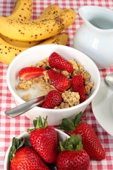 Summer breakfast with muesli, strawberries and bananas