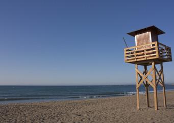 puesto de salvavidas en la playa