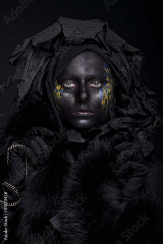 model with black face.
