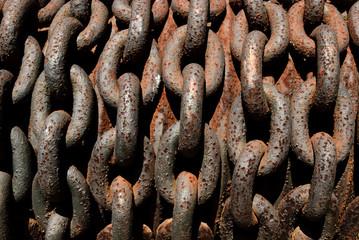catena con ruggine di una gru a Camogli