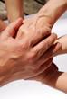 Mehrere Hände symbolisieren Zusammenhalt