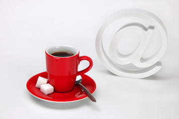 Espresso Tasse und At Zeichen