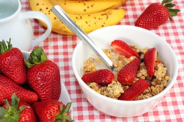 Breakfast cereal with strawberries
