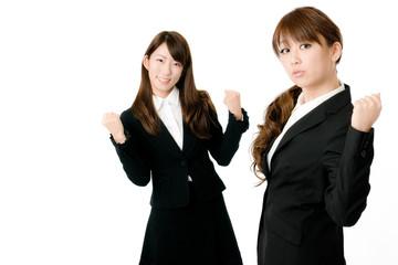 ガッツポーズの女性社員