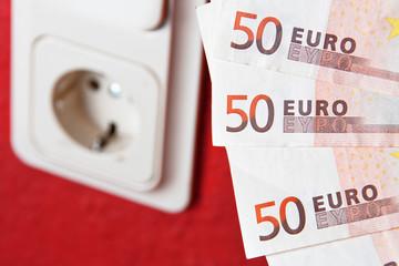 Stromkosten Steckdose Geldscheine