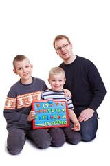 Vater lehrt seinen Söhnen Zahlen