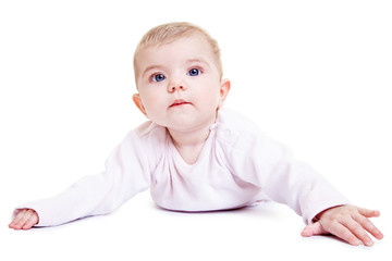Niedliches Baby auf dem Bauch