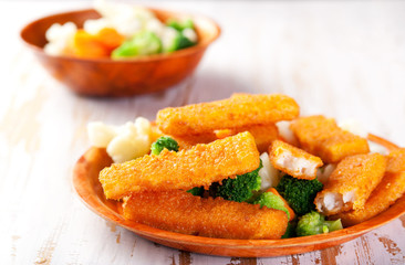 Fish fingers with vegetables side dish