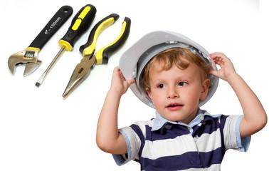 bambino con caschetto e strumenti da lavoro