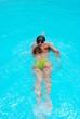 nuotando nel blu