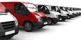 Fototapety Roter Transporter zwischen Weißen (fokusiert)