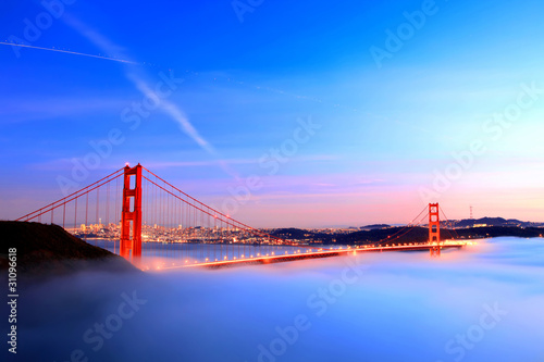 Foto op Plexiglas San Francisco Golden gate bridge in fog