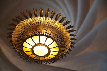 Lámpara y techo en espiral. Casa Batlló, Barcelona