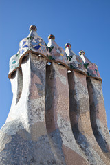 Chimeneas en la azotea de la Casa Batlló, Barcelona