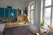 moderne Küche in einem Einfamilienhaus mit viel Tageslicht