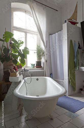 badezimmer mit freistehender badewanne stockfotos und lizenzfreie bilder auf. Black Bedroom Furniture Sets. Home Design Ideas