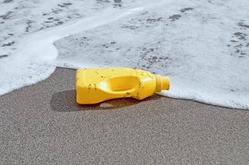 Plastikmüll am Strand HDR