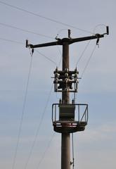 Strommast mit Transformator