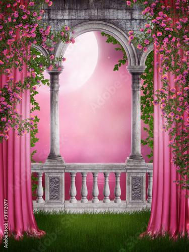 Różany ogród z zasłonami