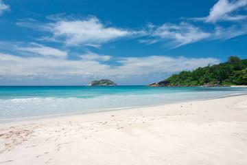 plage idyllique de sable blanc aux Seychelles, Mahé