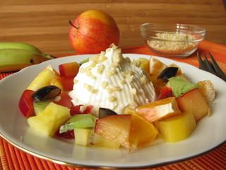 Quark mit Obst und Mandeln
