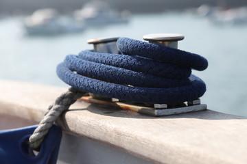 anneau et cordage de bateau
