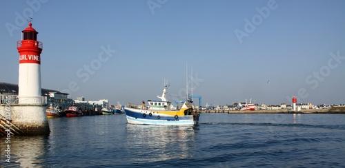 Leinwanddruck Bild port du Guilvinec,finistère,bretagne,chalutier,pêche,phare