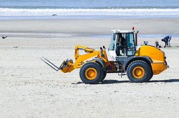 Work at the beach - preparing for summerseason