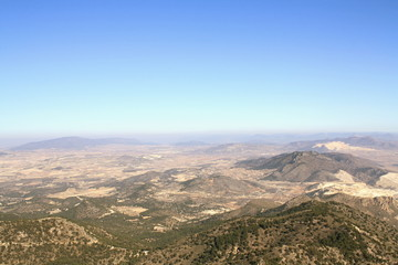 paisaje de canteras en la frontera de Murcia y Alicante