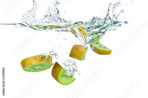 Foto op Canvas Opspattend water kiwi splashing