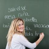 Fototapety schülerin schreibt spanisch vokabeln