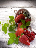 strawberries and blackcurrant over wood-fragole e ribes