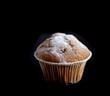 muffins maison sur fond noir