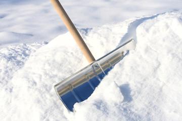 Snow removal shovel