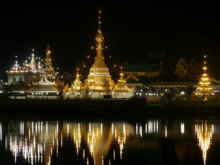 Wat Jong Klang in Mae Hong Son at night