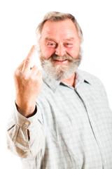 Senior mit gestrecktem Mittelfinger