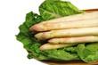 Spargel im Salatbett
