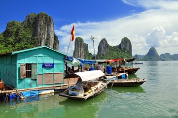 Ha Long Bay, Floating Village