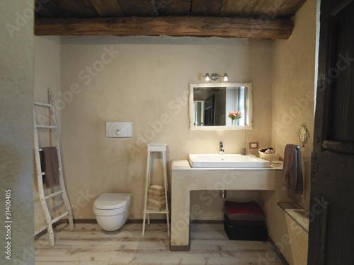 Bagno rustico con pavimento di legno a doghe immagini e fotografie royalty free su - Bagno rustico in legno ...