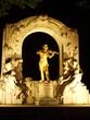 Золотая статуя Иоганна Штрауса в городском парке