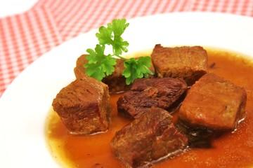 Fleischstückchen mit Soße