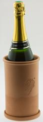 bouteille de Champagne dans brique à vin en terre cuite